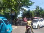jalur-kendaraan-dialihkan-akibat-unjuk-rasa-aliansi-pemuda-bersatu-di-jalan-poros-bantaeng.jpg