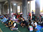 jamaah-masjid-al-fattah-desa-nikel-syukuran-bersama-bupati-luwu-timur-thorig-husler.jpg