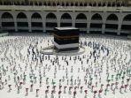 jamaah-mengelilingi-kabah-di-masjidil-haram-sembari-menerapkan-jaga-jarak.jpg