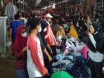 jelang-perayaan-lebaran-pasar-sentral-enrekang-dipadati-pengunjung.jpg