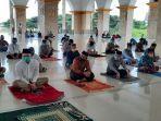 jemaah-salat-jumat-masjid-islamic-center-sinjai.jpg