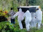 jenazah-warga-desa-babang-luwu-dikubur-dengan-menerapkan-protokol-kesehatan.jpg