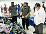 jk-menyaksikan-pelaksanaan-donor-daerah-massal-yang-dilakukan-oleh-prajurit-tni-dan-polri.jpg
