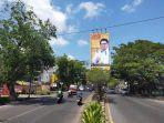 jl-sultan-alauddin-kota-makassar-dihiasi-foto-ketua-umum-partai-golkar-airlangga-hartarto.jpg