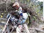 k-trac-mendistribusikan-bantuan-logistik-ke-daerah-yang-terisolir-di-kecamatan-ulumanda.jpg