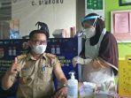 kadis-kominfo-sulbar-safaruddin-sanusi-dm-saat-menerima-suntikan-vaksin-sinovac.jpg
