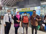 kantor-imigrasi-makassar-mendeportasi-seorang-warga-negara-asal-singapura-dengan-inisial-mi.jpg