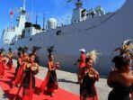 kapal-perang-china-saat-bersndar-di-pelabuhan-dili-dan-disambut-meriah-warga-timor-leste.jpg