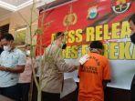 kapolres-enrekang-akbp-dr-andi-sinjaya-dalam-press-release-di-mako-polres-enrekang.jpg