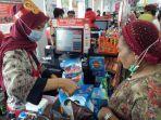 karyawan-alfamidi-mengenakan-baju-batik-di-hari-batik-nasional-jumat-2102020.jpg