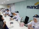 karyawan-bumn-bank-mandiri_20171205_085155.jpg