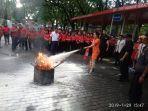 karyawan-mtc-karebosi-makassar-latihan-atasi-kebakaran.jpg