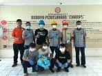 karyawan-pt-semen-tonasa-melakukan-penyemprotan-disinfektan.jpg