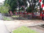 kawat-berduri-terpasang-di-depan-kantor-kpu-luwu-timur-jl-soekarno-hatta.jpg