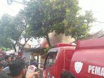 kebakaran-rumah-di-jalan-taufik-turikale-kabupaten-maros-rabu-1572020.jpg