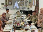 kebersamaan-bupati-gowa-adnan-purichta-ichsan-bersama-keluarganya-seusai-salat-ied.jpg