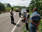 kecelakaan-lalu-lintas-di-jl-poros-palopo-makassar-kamis-31122020.jpg