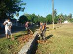 kegiatan-kerja-bakti-membersihkan-rumput-liar.jpg