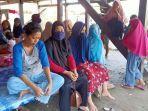 keluarga-korban-nelayan-km-nurlina-di-desa-tongke-tongke-sinjai.jpg