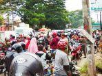 kemacetan-pada-hari-pertama-pemberlakuan-psbb-di-wilayah-kabupaten-gowa.jpg
