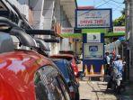 kendaraan-antre-membayar-pajak-kendaraan-di-samsat-drive-thru-pettarani-262020.jpg