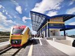 kendaraan-operasional-berada-di-areal-pengerjaan-proyek-rel-kereta-api-trans-sulawesi2.jpg