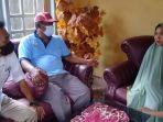 kepala-desa-tongke-tongke-sirajuddin-bersama-kepala-bpbd-sinjai-budiaman-r.jpg