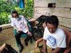 kepala-dinas-perikanan-sinjai-aminuddin-menemui-keluarga-nelayan-tenggelam-di-desa-talle.jpg