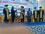 kepala-lldikti-wilayah-ix-sulawesi-prof-jasruddin-menyerahkan-sejumlah-piagam.jpg