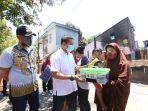 ketua-pmi-makassar-dr-syamsu-rizal-mi-mengunjungi-korban-kebakaran-kelurahan-rappocini.jpg
