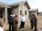 kim-jong-un-memantau-perumahan-di-korea-utara.jpg