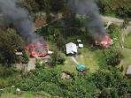kkb-papua-membakar-rumah-warga-nasib-1700-warga-kabupaten-puncak.jpg
