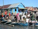 kolonel-inf-andriyanto-menyalurkan-bantuan-di-bantaran-sungai-tallo.jpg
