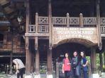kompleks-rumah-adat-sao-mario-di-kampung-awakaluku-desa-laringgi-kecamatan-marioriawa.jpg