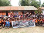 komunitas-memberi-bantuan-kepada-sd-negeri-6-rantepao-jumat-1112019.jpg