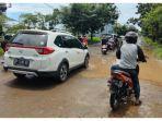 kondisi-jalan-rusak-di-jl-metro-tanjung-bunga-kecamatan-tamalate-makassar-rabu-2432021-siang.jpg