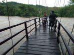 kondisi-jembatan-gantung-di-jalur-menuju-soga.jpg