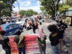 kurang-dari-sepuluh-pemuda-unjuk-rasa-di-depan-kampus-universitas-islam-negeri-alauddin.jpg