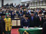 lima-pimpinan-dprd-sulawesi-selatan-sulsel-periode-2019-2024-resmi-dilantik.jpg