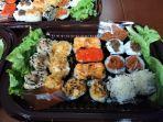 lulo-makassar-hadirkan-sushi-cake-ekonomis-yang-bikin-nagih-tren-kue-ultah-baru-mulai-rp-60-ribua.jpg