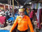 lutfi-hanafi-menyapa-pengunjung-pasar-baru-padang-lampe-sabtu-14112020.jpg
