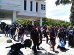 mahasiswa-atm-demo-protes-pemkab-sinjai-soal-tahura-di-kantor-bupati-sinjai.jpg