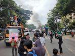mahasiswa-berunjukrasa-dengan-memblokade-jl-sultan-alauddin.jpg