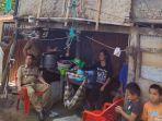 mahmud-yusuf-mengunjungi-salah-satu-rumah-warganya-yang-tidak-layak-huni-selasa-2112020.jpg