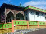 masjid-al-mujahidin-yang-berlokasikan-di-watang-bacukiki-kecamatan-bacukiki.jpg