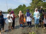 masyarakat-bersama-pemerintah-menanam-1000-pohon-mangrove-di-desa-pao.jpg