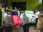 mayat-yang-ditemukan-tanpa-busana-di-btn-nusa-idaman-wajo-dievakuasi_20180305_144912.jpg