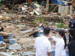 menko-pmk-puan-maharani-saat-mengunjungi-korban-bencana-alam-tsunami-selat-sunda.jpg