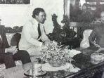 menteri-luar-negeri-australiaandrew-peacock-tengah-dengan-presiden-soeharto-kanan.jpg