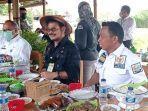 menteri-pertanian-syahrul-yasin-limpo-saat-menikmati-hidangan-bebek-palekko-goreng-di-tepi-sawah.jpg